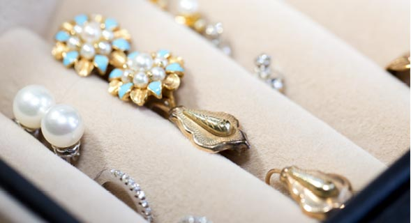 Jewelry Hacks: How to Safely Store Your Earrings? - Keep them Organized!