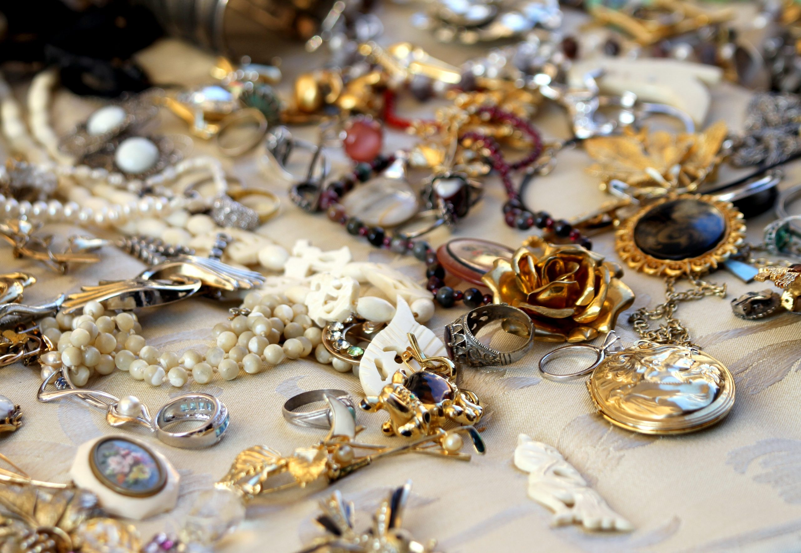 Jewelry Hacks: How to Safely Store Your Jewelry? - Keep them Organized!